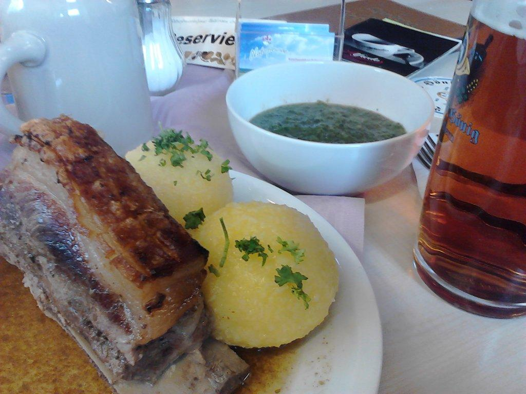 A special treat on beer tours into the countryside around Bamberg: a real Schäuflerla (roast shoulder of pork) with savoy cabbage and dumplings.