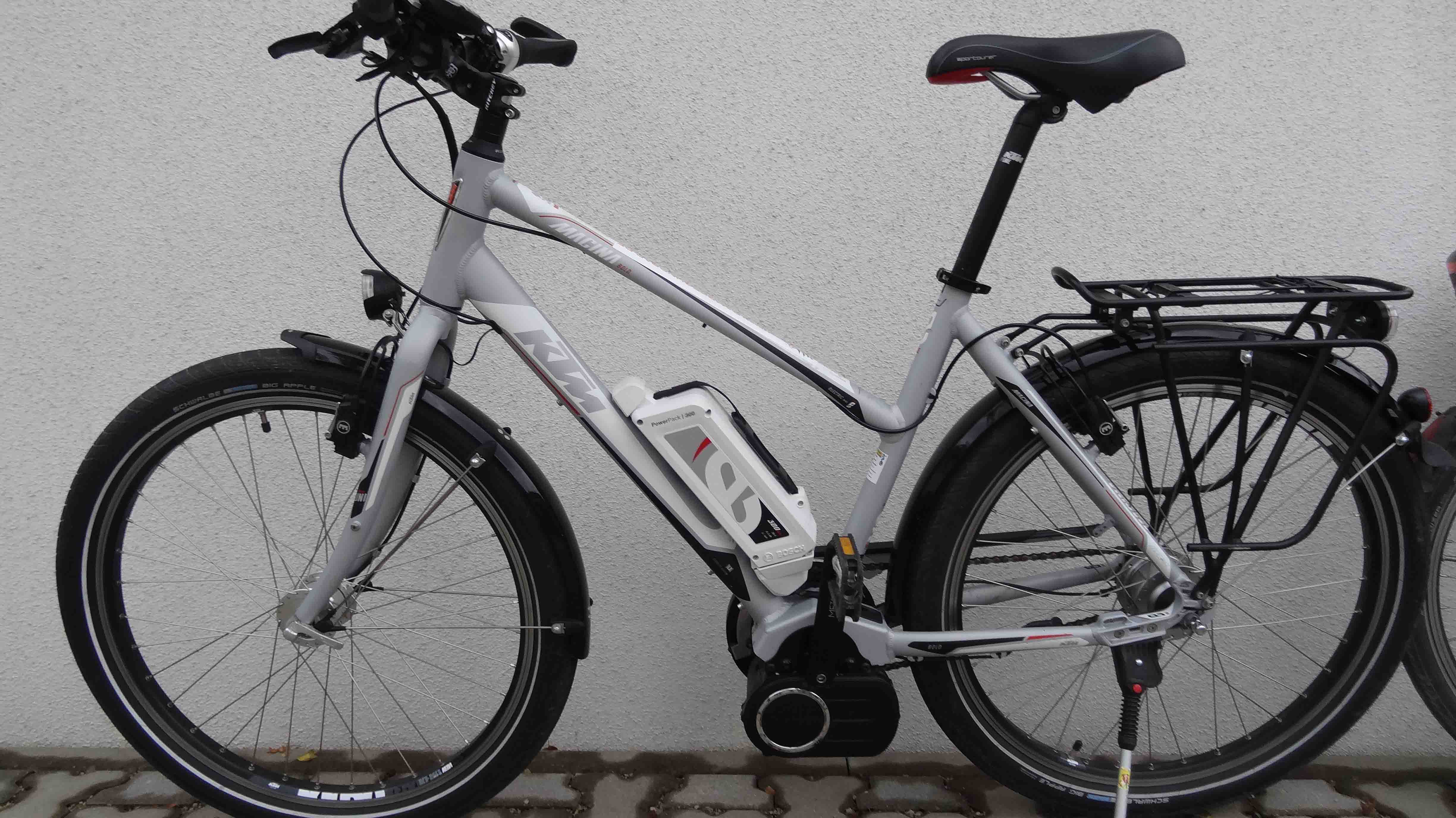 E-bike rentals: Bosch middle motors, hydraulic brakes and wide tyres make the most dramatic climbs on gravel roads in the Fränkische Schweiz (Franconian Switzerland) region accessible even to inexperienced and unfit cyclists. Day 1 €30, further days €25 each