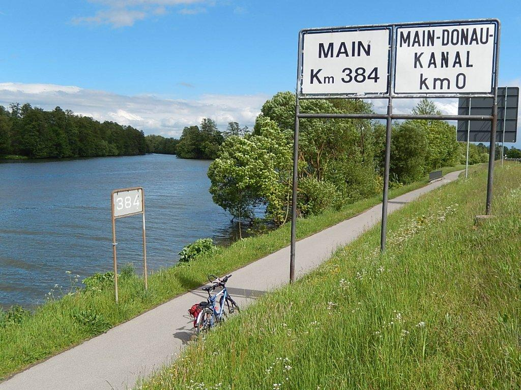 The Main and Regnitz cycle routes meet where the Regnitz flows into the Main.