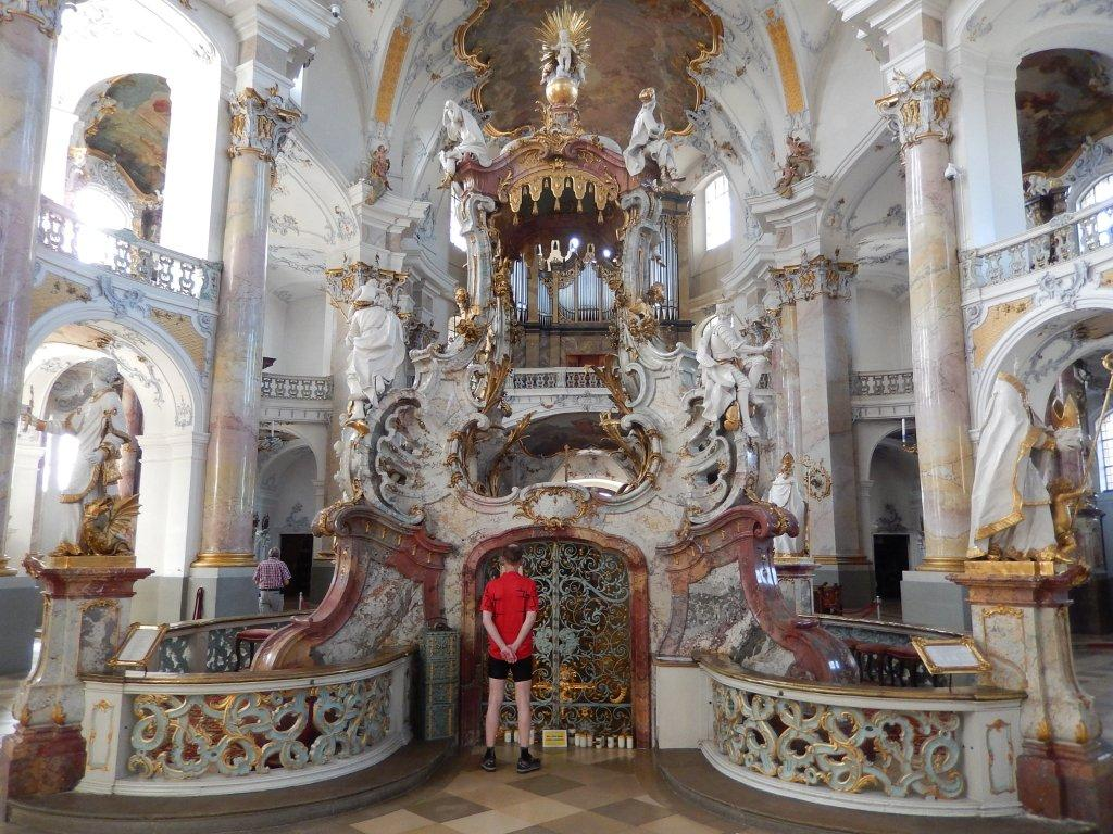 The Baroque pilgrimage basilica of Vierzehnheiligen (the Fourteen Holy Helpers) in God's Garden can be reached comfortably by road bike or mountain bike.
