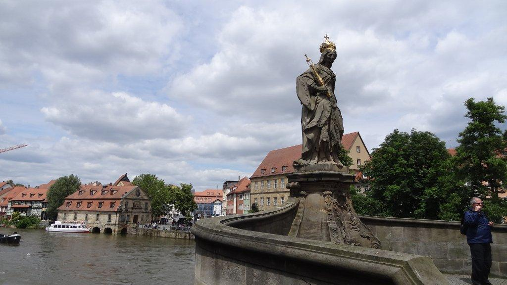 Saint Kunigunde has protected her beloved Bamberg for 1000 years. The city bike tour takes in her sculpture on the Lower Bridge.