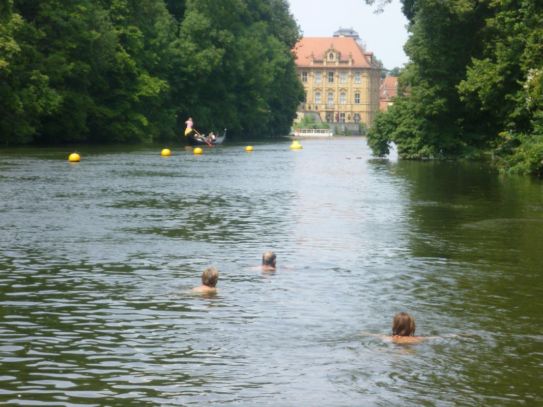 In the summer, this traditional bathing spot in the Hain park is popular in Bamberg.