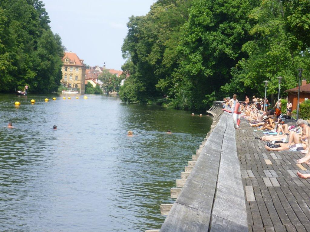 Bamberg's Hainbad bathing spot, located on the cycle route that follows the Regnitz river, is already eighty years old.